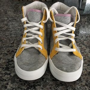 Girls size 2 high top tennis shoes